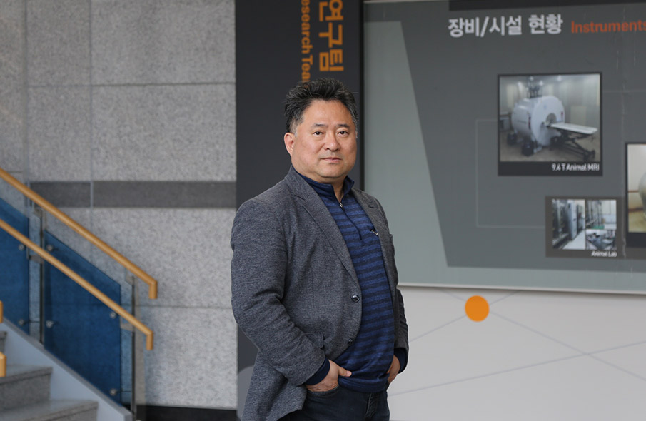 "The Bio-Analytical Scientist, ""More Park Ji-sung Than Messi""의 대표사진"